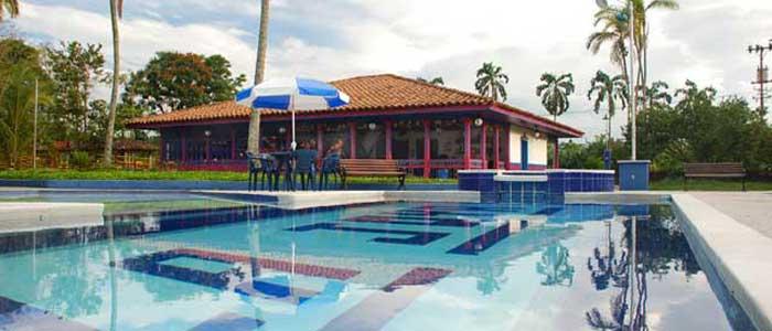Finca hotel la joya del parque for Modelos de piscinas para fincas